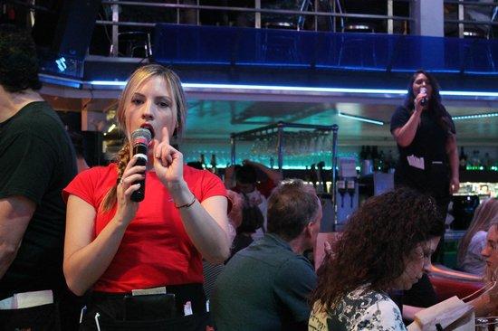 Ellen's Stardust Diner : Singing Waitstaff II