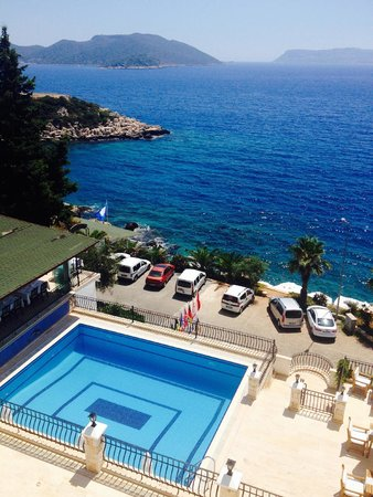 Aqua Princess Hotel: The pool and the Mediterranean as seen from sea-view room