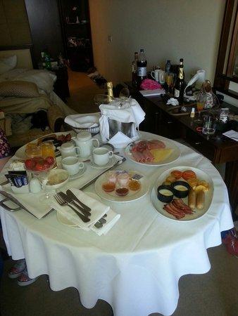 Elias Beach Hotel : Breakfast in bed day after wedding
