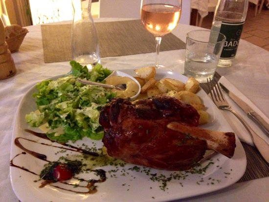 L'horizon : Jambonneau; great taste and generous portion, certainly more than you can eat..