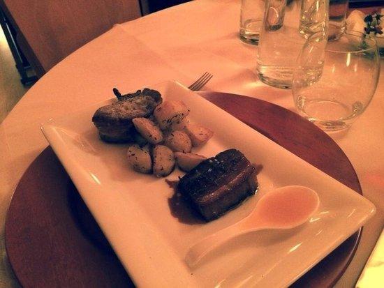 Ristorante La Tavernetta : nero di Calabria filetto steccato con radice di liquirizia, petto laccato con miele di fichi, pa