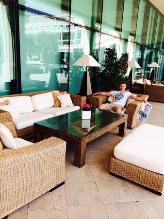 Hotel Las Arenas Balneario Resort: Comfortable seating everywhere :)