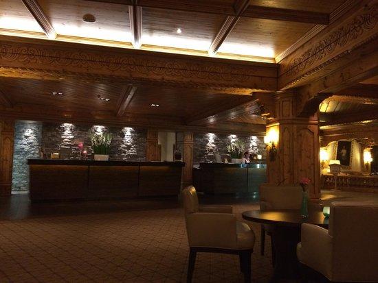 Interalpen-Hotel Tyrol : Accettazione