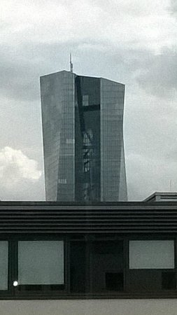 Fleming's Deluxe Hotel Frankfurt Main-Riverside: Tower outside the window