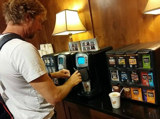 Sunrise Lodge by Hilton Grand Vacations : Coffee/tea in lobby - try the foam!