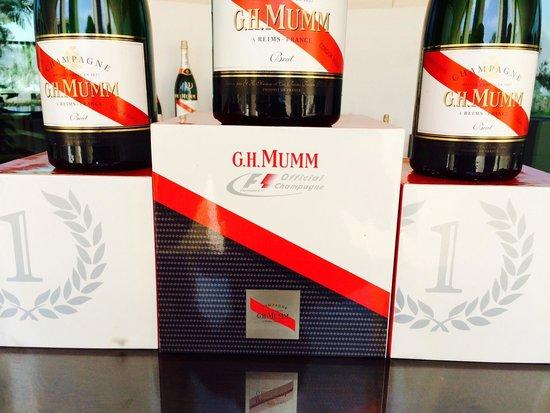 Hotel Las Arenas Balneario Resort: F1 sponsored champaign on arrival :)