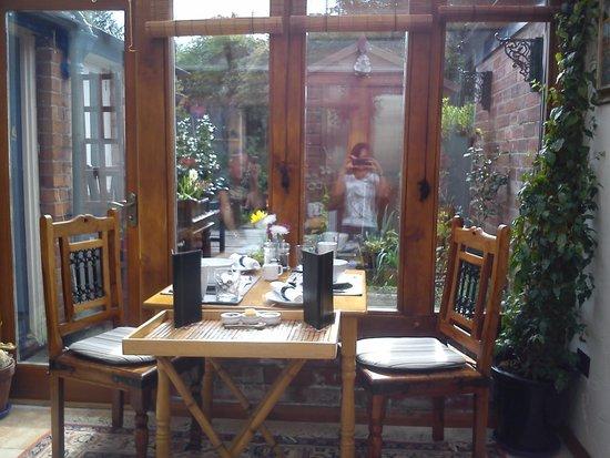 Gramarye Suites B&B : the welcoming breakfast room