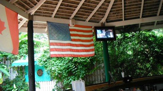 Sandals Inn: USA!! sitting at the bar