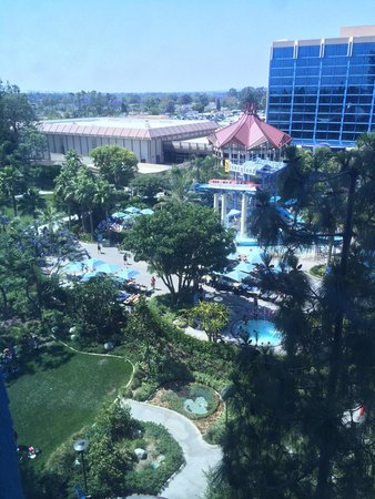 Disneyland Hotel : View from my room.