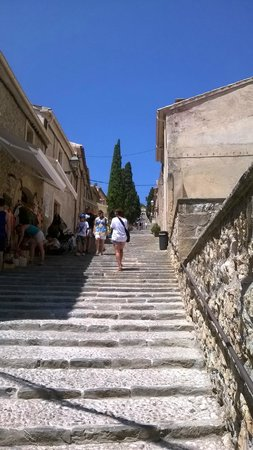 Placa Major: Looking up the many steps to the Roman ruins.