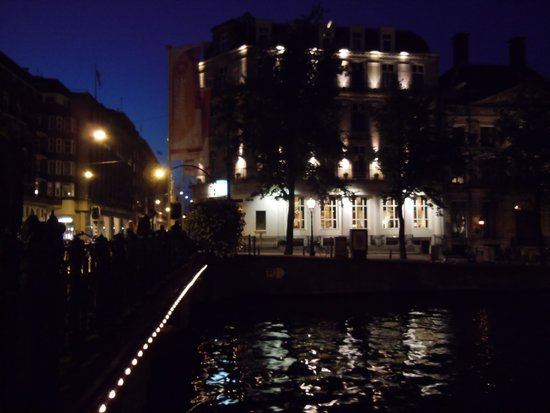 Banks Mansion : So pretty lit at night