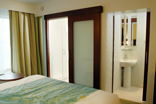 SpringHill Suites Quakertown: Powder Room And Separate Shower in all Suites!