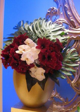 Wynn Las Vegas: Flowers around hotel