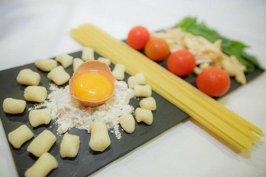 Aragona Cucina Italiana: HOMEMADE GNOCCHI AND MACARONI AND DE CECCO SPAGHETTI
