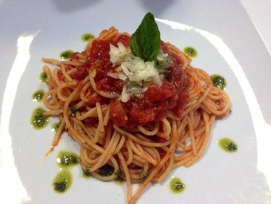 Aragona Cucina Italiana: DE CECCO SPAGHETTI WITH FRESH TOMATO AND BASIL