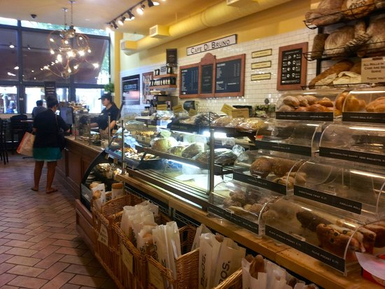 Di Bruno Bros.: Walking towards the cafe