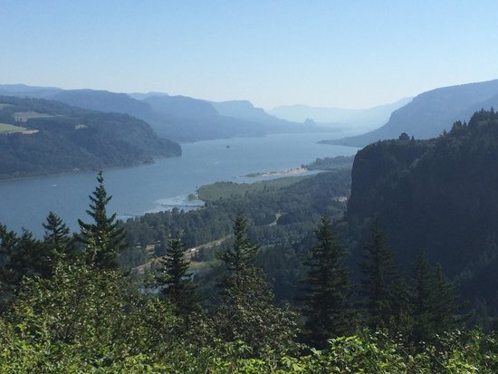 Columbia River Gorge National Scenic Area : View from the historic highway