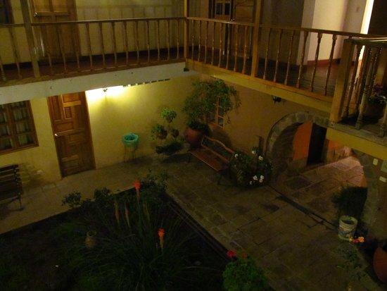 Qorichaska: Vista desde un cuarto del segundo patio, segundo piso.