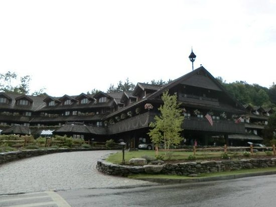 Trapp Family Lodge: Front of main hotel