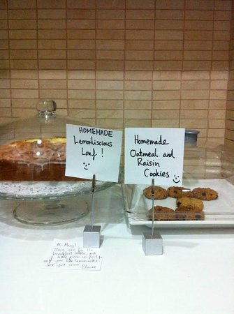 Alice Inn Athens: Delicious treats!