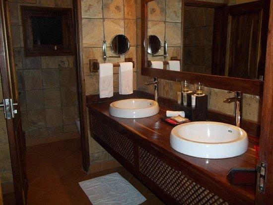 Neptune Ngorongoro Luxury Lodge : Vanity
