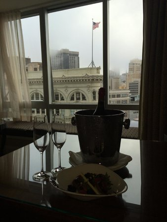 Four Seasons Hotel San Francisco: Anniversary