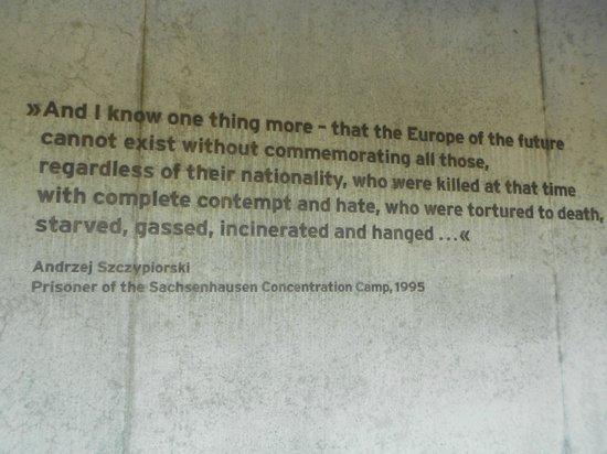 Gedenkstätte und Museum Sachsenhausen: inscrição de um sobrevivente numa parede