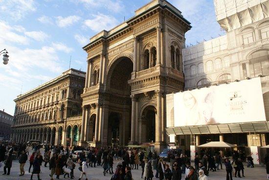 Galleria Vittorio Emanuele II: -