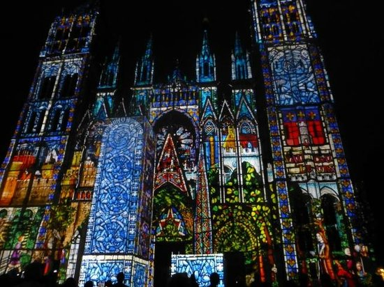Hotel le Cardinal : Rouen Cathedral at Night