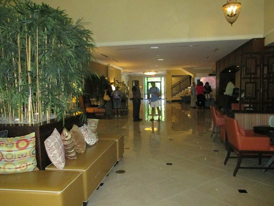 Renaissance Fort Lauderdale Cruise Port Hotel: Hotel's lobby