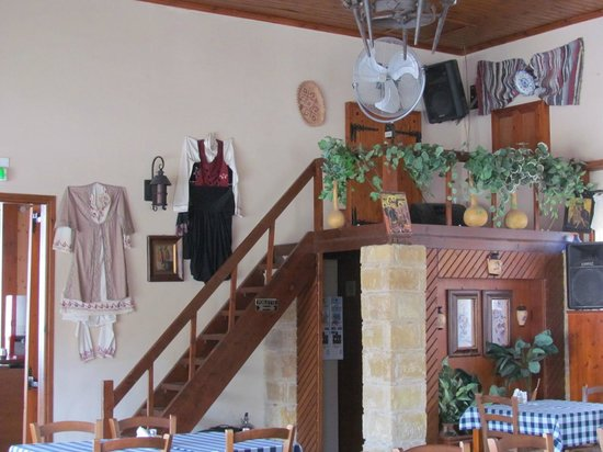 Thanasis Place: Lovely atmosphere and traditional décor.