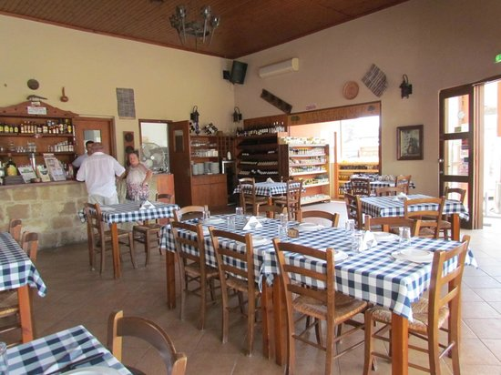 Thanasis Place: Interior of restaurant, which is traditional and comfortable.