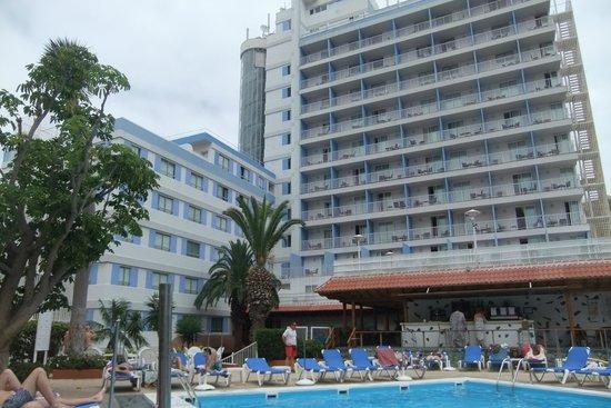 Vistas desde la habitaci n restaurantes del paseo mar timo picture of catalonia las vegas - Hotel catalonia las vegas puerto de la cruz ...