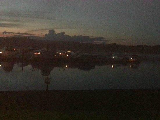 Lough Key Caravan & Camping Park: The Marina at night... beautiful