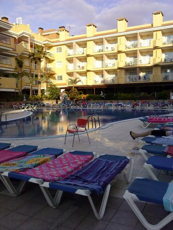 Hotel Costa Caleta : All ready at 8.05am no one there till after 10am