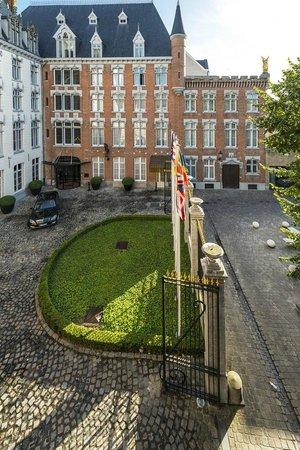 Hotel Dukes' Palace Bruges: Auffahrt Innenhof