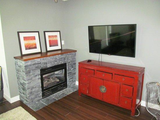 Glacier Lodge: tv