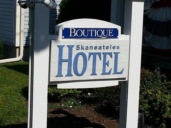 Skaneateles Suites Boutique Hotel: Signage