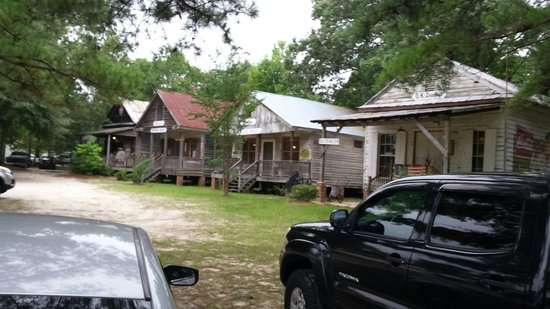 Lone Star Barbecue & Mercantile: Picture from the front yard/parking lot