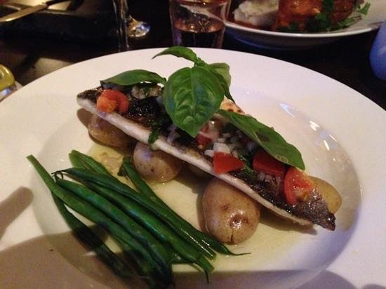 Bingley's Bistro: lovely sea bass....