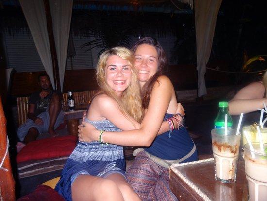 Oasis Aqua Bar & Restaurant: Friends