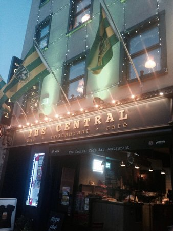 The Central Bar and Restaurant: Outside