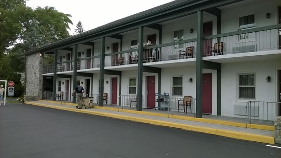 Best Western Plus Revere Inn & Suites: Motel / Front of the Hotel