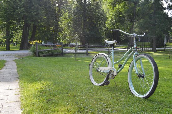 Tyler Place Family Resort: Everyone gets a bike (ladies bikes have a nice big basket)