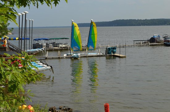 Tyler Place Family Resort: The boat dock