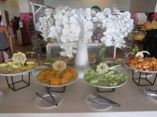 Sonesta Maho Beach Resort, Casino & Spa : Fruit for breakfast