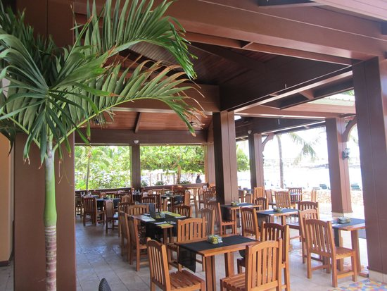 Sonesta Maho Beach Resort, Casino & Spa : Restaurant right off the beach