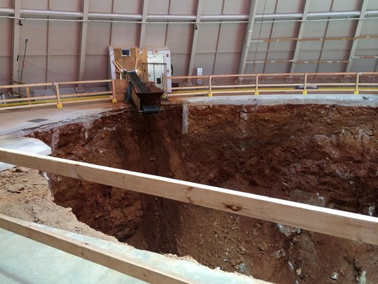 National Corvette Museum : The big ole sinkhole.