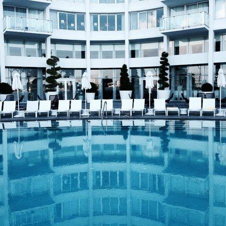 Mondrian South Beach Hotel : Poolside
