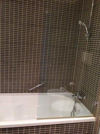 AC Hotel by Marriott Pisa : Bath